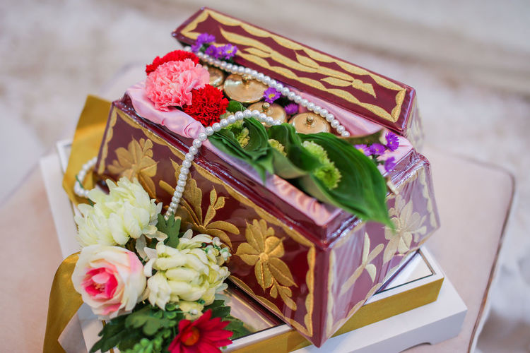 Tepak Sireh. A tradition and culture for Malays during a wedding ceremony in Malaysia. ASIA Asian  Decor Engagement Wedding Decoration Flower Leaves Malay Malaysia Malaysian Sireh Sirih