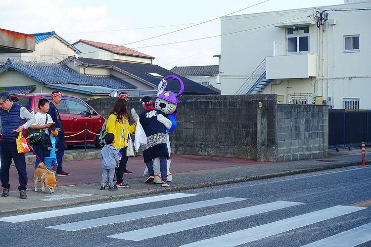 唐ワン、カラーコーンにつまずいてました。Karawan 唐ワン 唐津市 ゆるキャラ Saga,Japan 祭男 祭り(festival) In Japan 出来上がり 酔っぱらい