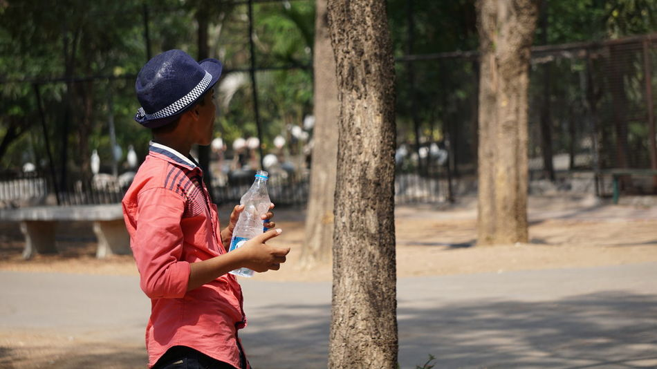 A boy with hat and water bottle, Summer effect visually defined Men Exercising One Person Outdoors Sports Clothing People Adults Only Adult Day Water Bottle  Sports Training Only Men One Man Only Racket Sport SonyAlpha6000 Sony A6000 Nwin Photography Summer Effect Hat Water Bottle  Drinking Water Thirsty  Thirstymoment