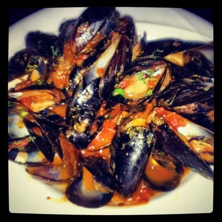 Mussels Provencal!!! Seafood Mussels Tomatosauce Basil oliveoil garlicbread Italian yesterdaysdinner foodcoma lash
