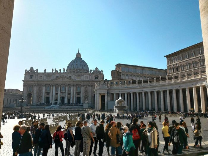 Colonnade Queue Fountain Columns Tourists Rome Italy🇮🇹 St. Peter's Square Basilica Ofsaint Peter Dome