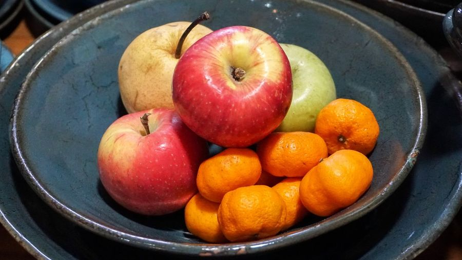 Chinese Pear Healthy Eating Fruit Food Food And Drink Wellbeing Freshness Apple - Fruit Still Life Indoors  Close-up Orange Color No People Bowl Orange - Fruit Plate Orange Citrus Fruit Group Of Objects Red