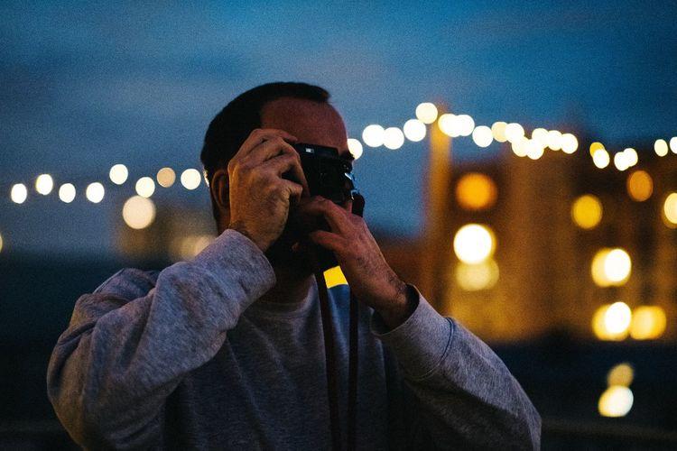 Viktor in perfect light EyeEm Portraits EyeEmBestPics EyeEm Best Edits EyeEm Best Shots Potsdam Night Light Strings Night One Person Technology Illuminated Lifestyles Photography Themes Real People Leisure Activity Photographing Men Holding Activity Waist Up Camera - Photographic Equipment Portrait Outdoors