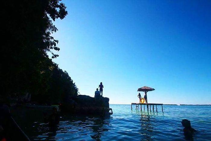 Masih di Sawai, sementara itu di Hatusupun berbagai aktifitas dapat dilakukan seperti snorkling, menikmati pemandangan dari gasibu atau sekedar bermain air. Travel Sawai Seram Maluku  INDONESIA Exploreindonesia Barondamaluku Pewartafotoindonesia 1000kata Pesonaindonesia Wonderfulindonesia Instanusantara