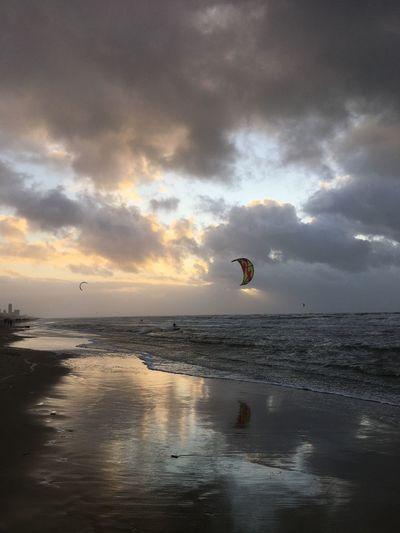 Kitesurfing Sky