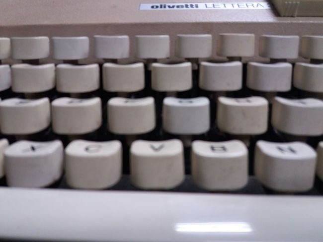 Olivetti writing machine Olivetti Olivetti Typewriter Macchina Da Scrivere Vintage Modelismo Write Writing EyeEm Selects In A Row Close-up Alphabet No People Indoors  Old-fashioned Full Frame Typewriter Technology Day