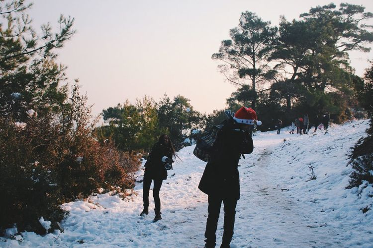 Snow ball fighting 😄😄💖 I feel like I'm 10 years old! 😄 Winter Snow Fun Snowball Fight Cold Temperature Lifestyles Warm Clothing Outdoors Nature Friends Friendship Adventure Beauty In Nature People