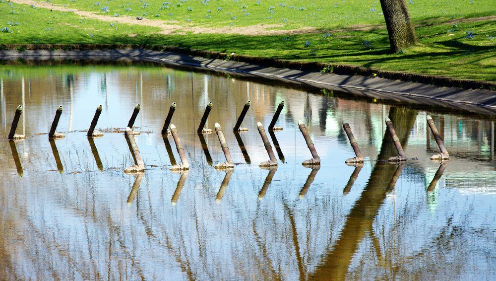 Water sticks.. Mirroreffect Urban Geometry From My Point Of View Hamburg Water Reflections EyeEm Best Shots Nature Urban Photography Park