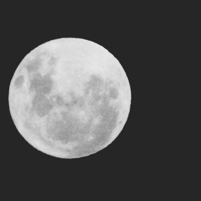 En una noshe de luna, con el ritmo de esta cumbia.
