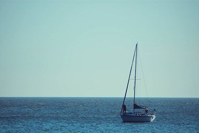 -Adrift- Horizonte Horizon Sky CleanSky LINE Bluesky Blue Lightblue Boat Boatride Sailboat Sailing Uruguaynatural Montevideo Malvin Audiovisualuruguay Uruguay_estrella Nature VSCO Vscocam