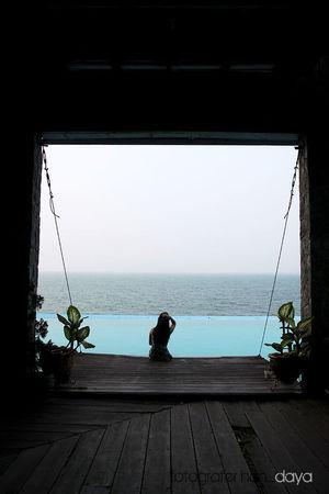 terimakasih mba telah mau menjadi model dadakan kita..Lake Toba Swimming Pool Traveling Travel Photography Hotel Danau Toba