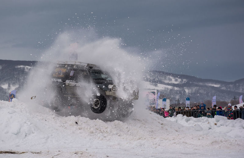 offroad. through the snow #cars #snowway #competition #offroadcompetitions #sport Toyota Land Cruiser 80 Snow Offroad Jeep Offroading #kamchatka Nikon Nikonphotography Car Outdoors People