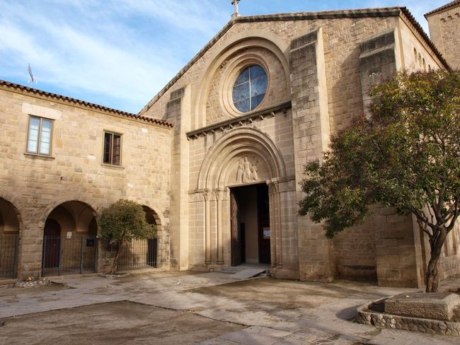 Architecture Place Of Worship Religion Built Structure Building Exterior Sky No People Outdoors Day Claustro Church