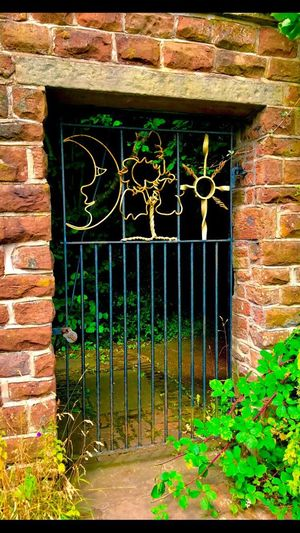 Gate Sandstone Wall Sun Moon Padlock Locked Wirral Wirral Peninsula Royden Park Built Structure Green Color Gateway