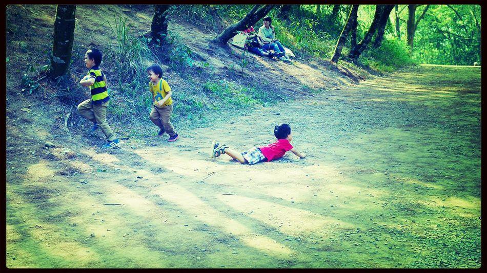 拉我一把 Kids Playing Everyday Joy Sound Of Life