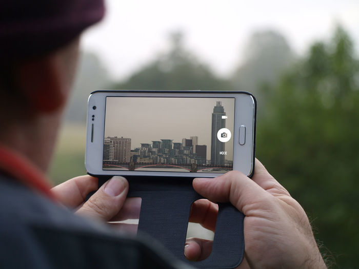 Smart Phone Wireless Technology Communication Only Men One Man Only Technology Device Screen Mobile Phone Close-up Digital Viewfinder Holding One Person People Outdoors Day Adult City City Life City View  Bridge London Nature Nature Backgrounds Trees Camera Mobile Conversations Adventures In The City