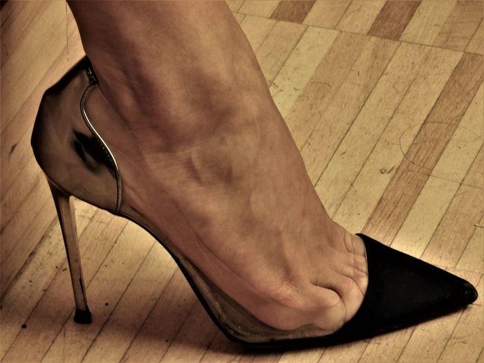 Scarpa Alta Shoe Adult barefoot Body Part Close-up Decoltè Flooring Hardwood Floor Human Body Part Human Foot Human Leg Human Limb Indoors  Limb Low Section Men One Person Real People Scarpa Scarpe Shoes Tile Tiled Floor Wood
