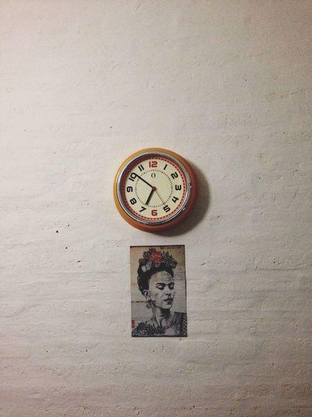 Fridakhalo Clock