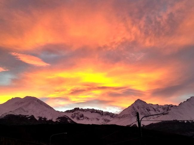 Hora dorada. Colours Sunrise Sun Sunlight Afternoon Cold Heaven Ushuaia Argentina Temprature Earth Sol Rays Of Light Painting Mountain City Sunset Dramatic Sky Sky Landscape Mountain Range Cloud - Sky Snowcapped Mountain Rocky Mountains Snow Cold Temperature Sky Only