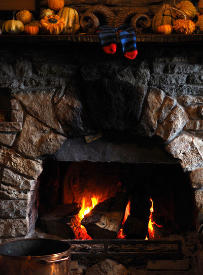 Fireside Fire Burning Flame Log Fireplace Glowing Orange Color Wood Fire Fireplace Warmth Fireplace Watching Christmas Fire Hanging Socks Traditional Fire Firewood Copper Pot Flames & Fire Flame Of Fire Rams Horn Log Fire Fireplace Time Tranquility Tranquil Scene Heat - Temperature Ash Fireside