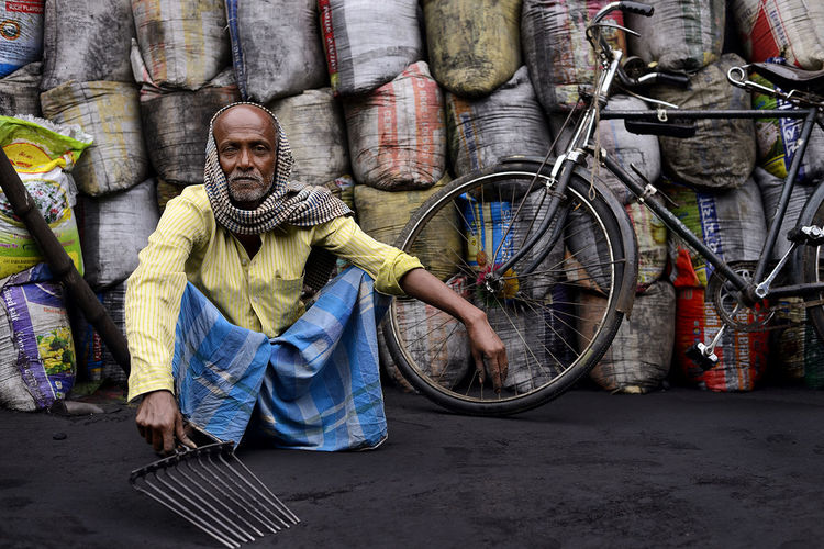 Coal Seller 50mm 50mm F1.8 Bengal Brehampore, D800 Environmental Portraits Murshidabad Music Nigam Nikon Nikon D800 People Portrait Street Travel Travel Photography West