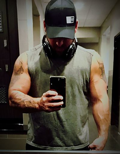 Muscles Gains Strength Testosterone Man Beast Swollen Wireless Technology Technology Communication Selfie Using Phone Photography Themes Photographing IPhone Photo Messaging Virtual Reality Simulator Mirror Cellphone Indoors  Holding Real People Leisure Activity One Person