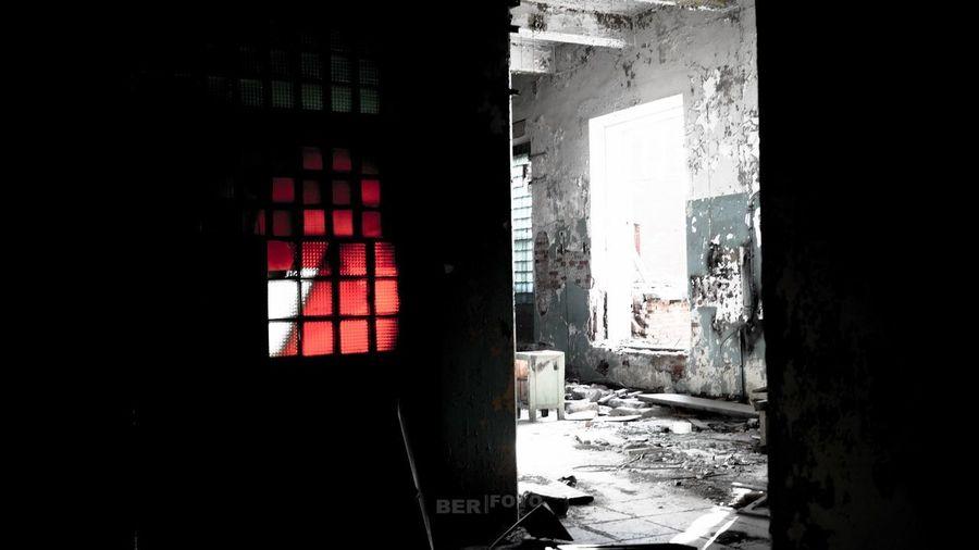 Заброшенный завод Indoors  Window Abandoned Architecture Built Structure Domestic Room Day No People завод Заброшка красный серый разрушение