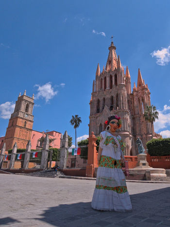 Mojiganga posing on front of the Parroquia de San Miguel Arcangel in San Miguel de Allende, Mexico DayTimePhotography Guanajuato Guanajuato, México Mexico San Miguel San Miguel De Allende Tourist Attraction  Travel Travel Photography Travelling Allende Architecturelovers Colonial Architecture Exterior View Mojiganga People Sunnyday Tourist Attractions Travel Destinations