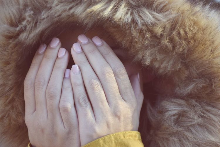 Peekaboo Cold Winter Close-up Day Human Body Part Human Hand Indoors  One Person People Real People The Portraitist - 2018 EyeEm Awards