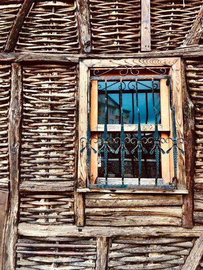 Pencere'den.. Konak Değirmendere Sahil Golcuk Ahşap Pencere Ahşap Ev Objektifimden Pencere Building Exterior Built Structure Window Architecture No People Building Day Wood - Material Old Residential District House Outdoors Wall - Building Feature