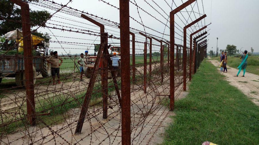 Amritsar Border Brothersdivide Day Feelings Fences & Beyond Fencing Indo-pak Border Indo-pakb Relationships