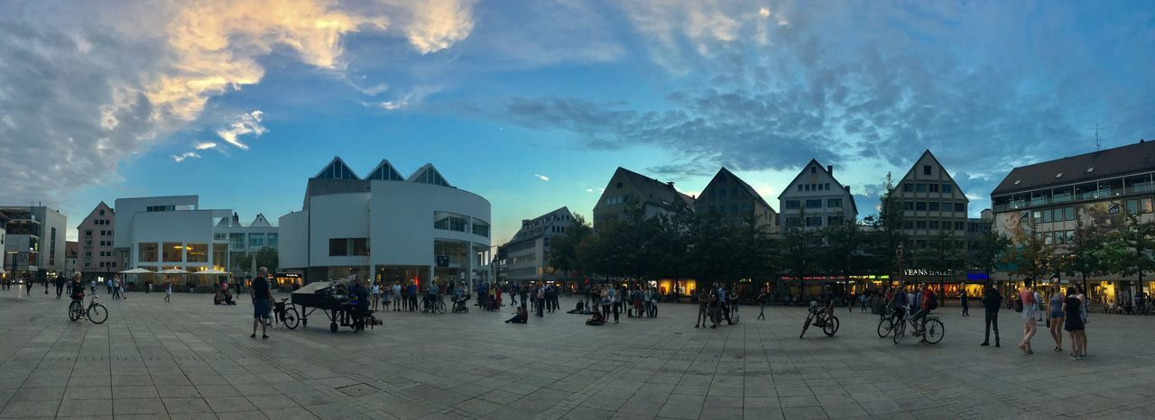 Zauberhafte Musik liegt in der Luft... 🎶🎵🎶 Streetmusician Openair Music Whatever Piano Whatever Panoramic Panorama Ulm Klavierkunst Building Exterior Architecture Group Of People Built Structure Sky City Large Group Of People Crowd Cloud - Sky Building Street Leisure Activity Outdoors
