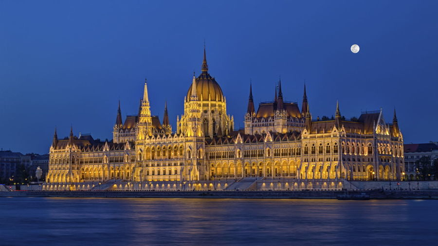 Hungarian parliament building in budapest by night, hungary, hdr
