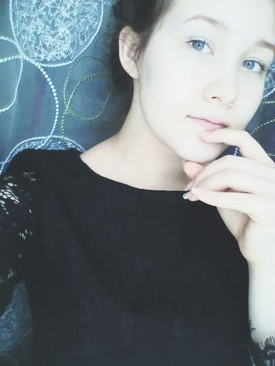 Незнаю почему, но мне просто понравились сегодняшние фото. И не важно что они плохого качества, на что я всегда обращаю внимание, а то не люблю смотреть на размытые непонятные фотографии.. Nastyshkaganich Beauty Girl Greyeyes  Portrait Beautiful Woman Natural Beauty Blue Eyes Gray Eyes