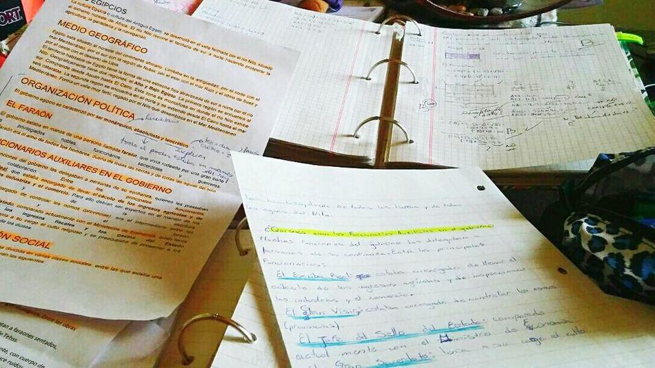 Estudiar  Libros CARPETAS Escuela School Time  Colegio Alumno Showcase July Escritotio Papeles