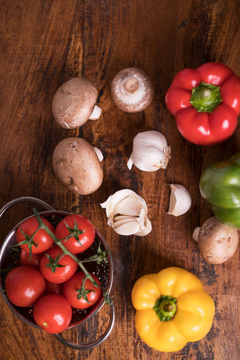 Vegetables Garlic Green Color Healty Food Mushrooms Red Close Up Food Food Still Life Foodphotography Fresh No People Paprika, Red, Green, Vegetable, Chilli, Table Top Tomatoes Vegetables White Wood - Material Yellow