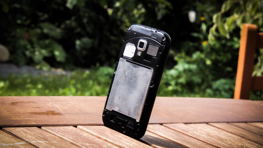 Day High Contrast Michael Nagelschmied MigiKigi No People Ruined Phone Samsung Samsung Galaxy Ace 2 Suspicious Wood - Material Wooden