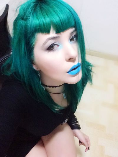 Green Greehair Bluelips Alternative