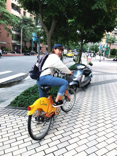 Transportation City Street One Person Mode Of Transportation Real People Land Vehicle Road Architecture Bicycle Lifestyles Outdoors Casual Clothing Day