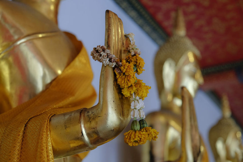Budha Budha Statue Budhist Temple Close-up Flower Garland Focus On Foreground Garland Religion Religious  Selective Focus Statue Still Life Travel Photography