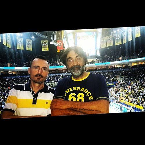 Bi adam var bir de Fenerbahçeli adam var @titosantana34 Fenerbahce  Ülker Basketbol Istanbul