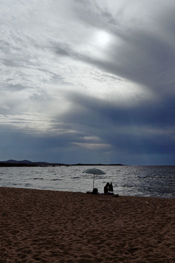 Water Sea Sky Horizon Over Water Tranquility Two People Beach Outdoors Beauty In Nature Tranquil Scene Leisure Activity Scenics Adults Only Nature Cloud - Sky Real People People Only Men Adult Day Zörk Nature