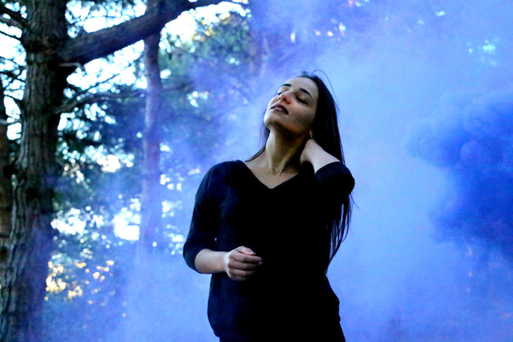 Art Artofvisuals Girlandar NatureandPeople Photooftheday Purplesmoke Smokebomb Smokegrenade Visualarchitects Vscophotography