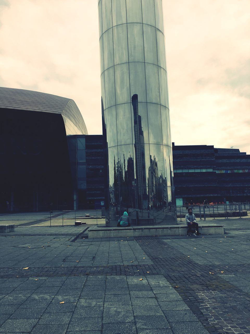 architecture, built structure, sky, building exterior, city, outdoors, real people, modern, day