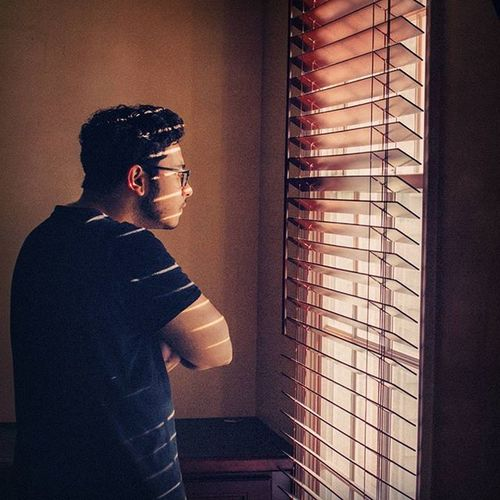@thetraveler96 stares out the window watching a perfect sunny summer Sunrise rising above the neighborhood, as people awake for a brand new day. Alliteration Summmer  Portrait Sunnyday Warm Blinds Sunrays Contemplation Newday Awake Calm Hunched Life Ztprod