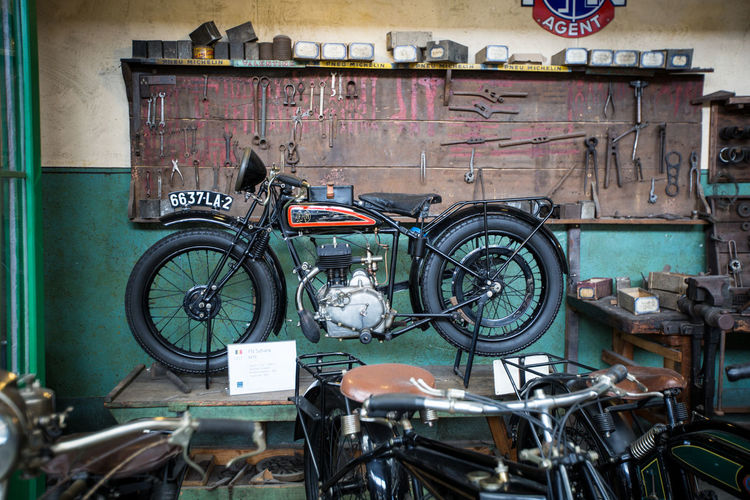 Classic Motorbike garage Moments Of Happiness Bicycle Transportation Mode Of Transportation Land Vehicle No People Day Architecture Wheel Workshop Built Structure Indoors  Shopping Auto Repair Shop Machinery Stationary Art And Craft Wall - Building Feature Abandoned Garage Bicycle Shop Brussels