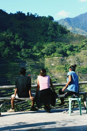 Sitting Mountain Togetherness Place Of Heart Full Length Landscape Bonding Nature Banaue Rice Terraces Travel The Portraitist - 2017 EyeEm Awards Rice Terraces Be. Ready. Live For The Story Day Sunny Outdoors Friendship Marvelling Viewing Sightseeing Serenity Living Backpacking Three People