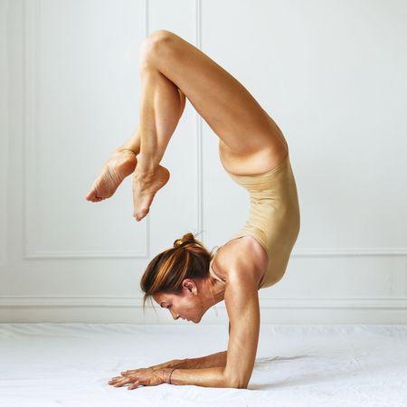 Armbalance Yoga Yogogirls Yoga Pose Yogaeverydamnday Yogagirl Yogalove Gold Bodypaint