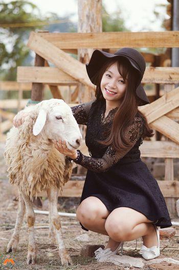 Girl Relaxing Taking Photos Check This Out Enjoying Life Cheese! Vietnamesegirl Cold Winter ❄⛄ Young Hanoi Gió đông Smilie Fotografer Mùa đông Chụp ảnh Chụp ảnh Giá Rẻ ảnh đẹp Dịch Vụ Minhsmilie Relaxing