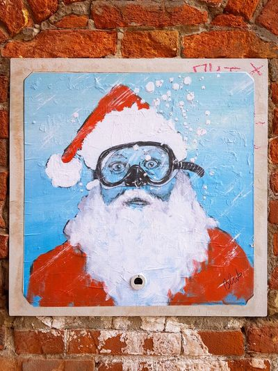 Street art Street Art Father Christmas Christmas In Venice One Person Adult Close-up Portrait Day Outdoors